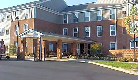 Woods edge senior apartments mallside forest court for One bedroom apartments in charlottesville va