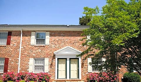 Barracks West Townhomes Saponi Lane Charlottesville Va Apartments For Rent