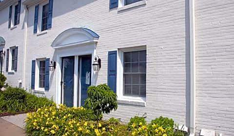 Barracks West Townhomes Barracks Road Charlottesville Va Apartments For Rent
