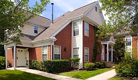 Village Green Of Schaumburg Hadley Run Ln Schaumburg Il Apartments For Rent
