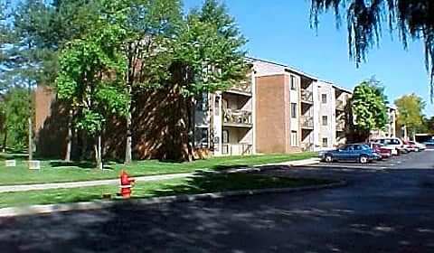 Willow Tree Apartments Civic Center Drive Suite 106 Southfield Mi Apartments For Rent