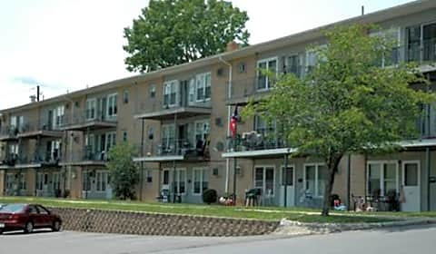 crestwood apartments fitzgerald drive apt 42 middletown ny apartments for rent. Black Bedroom Furniture Sets. Home Design Ideas
