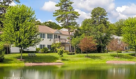 Medford Pond Country Club - Lake Drive | Medford, NY Apartments for ...
