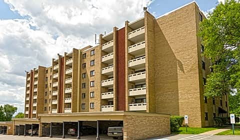 Carriage park apartments chatham park drive pittsburgh pa apartments for rent for Carriage house garden apartments