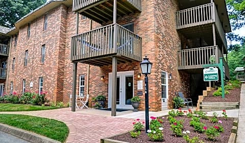 Greentree village apartments e summit cir knoxville tn apartments for rent for 4 bedroom apartments knoxville tn