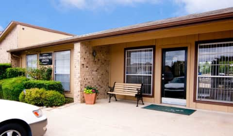 Stoneleigh Place West Buckingham Road Garland Tx Apartments For Rent