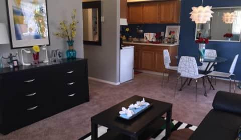 Charmant Anthos Garden   East Outer Drive | Detroit, MI Apartments For Rent |  Rent.com®