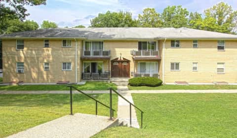 Hampton Oaks Apartments - Oakwood Drive | Peekskill, NY Apartments ...