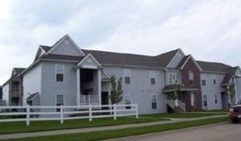 Mane gate apartments heinz road iowa city ia apartments for rent for Iowa city one bedroom apartments