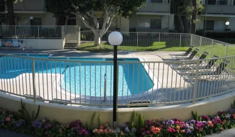 Moonraker Apartments West 190th Street Torrance Ca Apartments For Rent