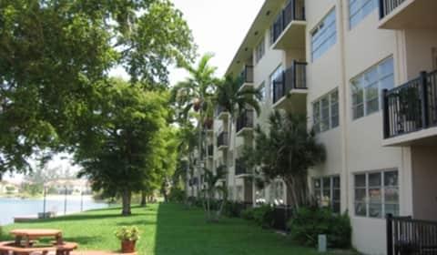 Apartments At Crystal Lake Crystal Lake Drive Pompano Beach Fl Apartments For Rent