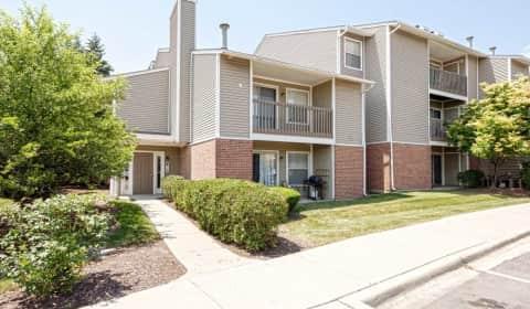 Hunteru0027s Glen Apartments   North Oakhurst Drive | Aurora, IL Apartments For  Rent | Rent.com®