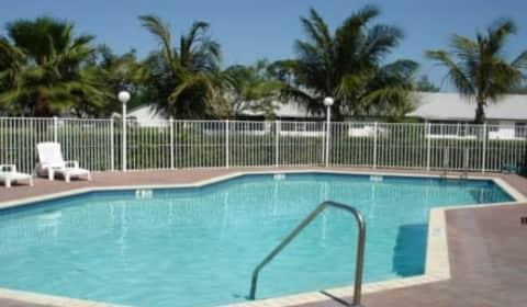 Pinnacle Apartments West Palm Beach