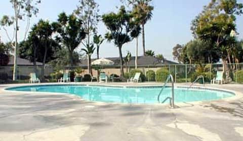 Arbor Glen Apartments 12622 12732 Buaro Street Garden Grove Ca Apartments For Rent