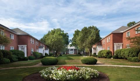 Gardencrest Apartments Middlesex Circle Waltham Ma Apartments For Rent