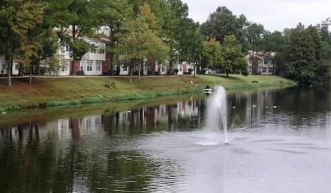 Willowbend Lake Apartments