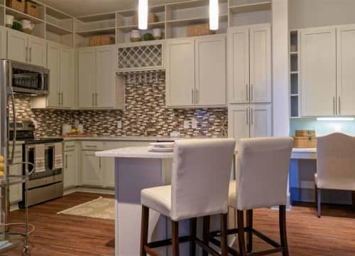 Custom kitchens with two color schemes to choose from
