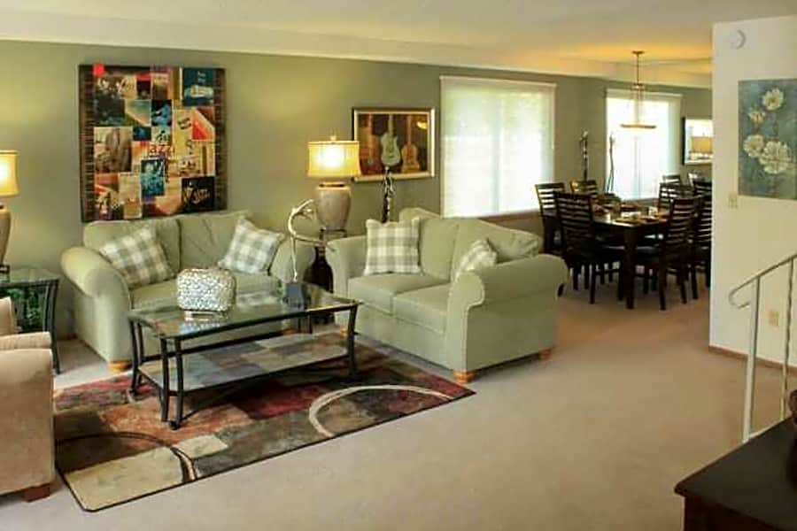 Townhouse w/Large Living Room