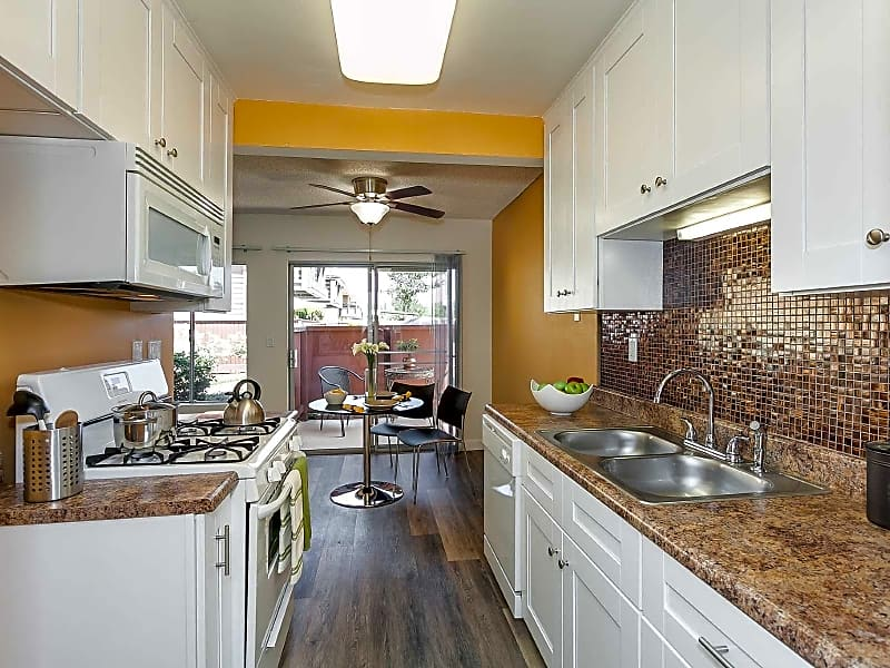 Modern Kitchens with Gas Oven and Built In Microwave