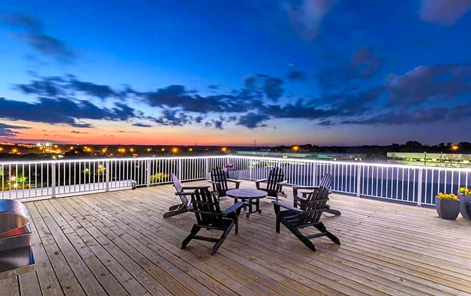 Rooftop Deck w/ Grilling Stations