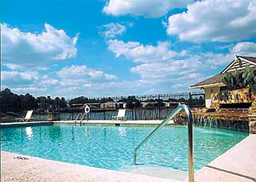 Enjoy Lakeside Living at Lake Vista Apartments!