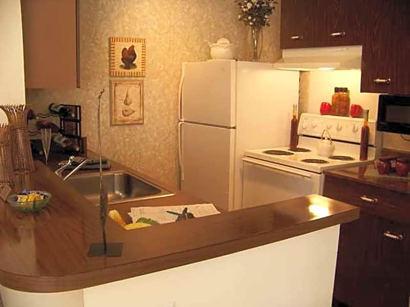 Spacious kitchen with snack bar