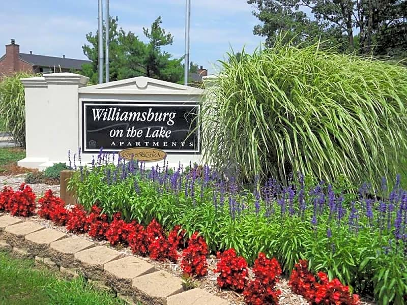 Williamsburg on the Lake entrance