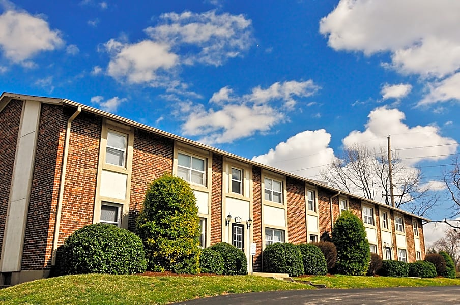 River Chase Apartments in Florissant, MO
