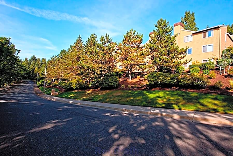 Located on the Lake Hills Greenbelt, Kelsey Ridge enjoys plush views from every apartment home!