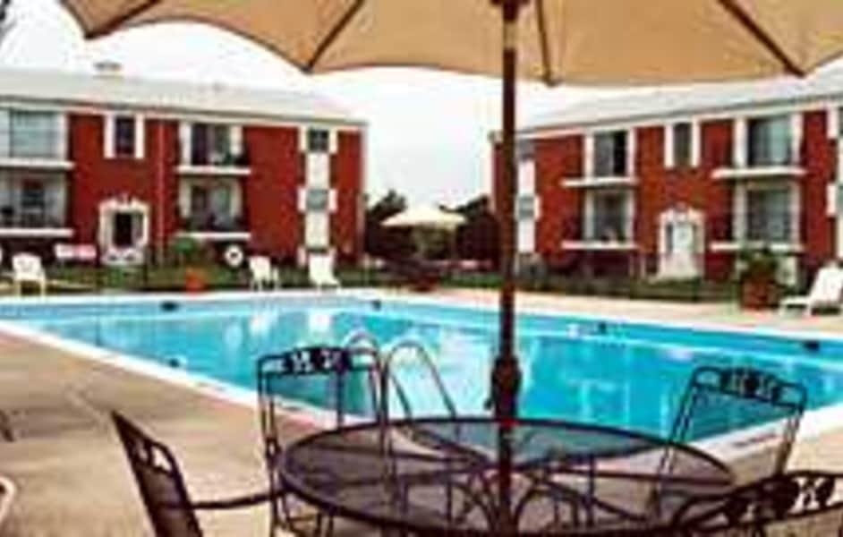 Exterior/Pool