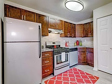 Renovated 2 Bedroom Maple Kitchen