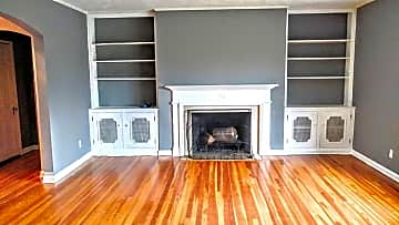 Livingroom with Fire Place.jpg