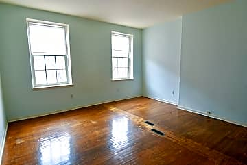 1013 spruce st bedroom2.jpg