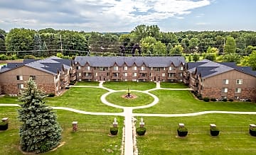 Welcome to The Landings at Fountain Pointe in Grand Blanc, MI!