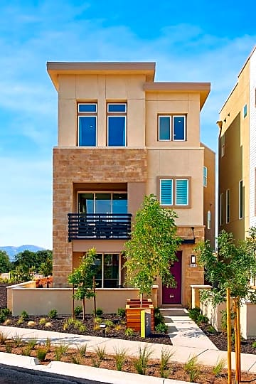 exterior-new-home-huntington-boulevard-california-brookfield-residential-600x900.jpg