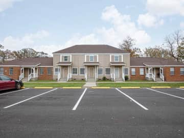 430 Lake Hill Dr<BR>2 Bedroom 1 Bath Townhouses & Flats