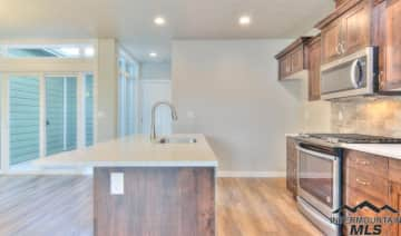 10347 kitchen.jpg
