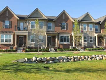 Spacious Townhomes with a View near I-75, Lake Orion, Auburn Hills, Michigan