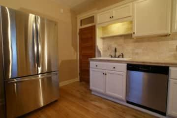 triplex middle kitchen (640x427).jpg