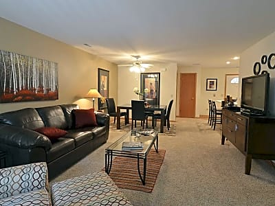 Saddle Brook Apartments - Pewaukee, Wisconsin 53072