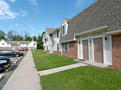 Country Lake Townhomes - Indianapolis, Indiana 46229