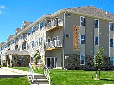 Custer Crossing Apartments - Dickinson, North Dakota