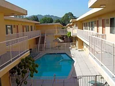 11220 Moorpark Street Apartments - North Hollywood, California 91602