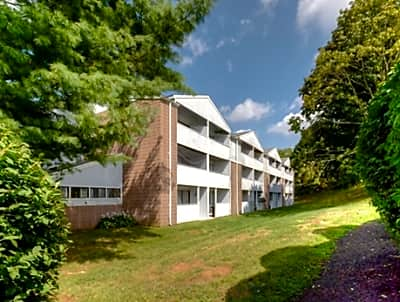 Burgundy Apartments - Middletown, Connecticut 06457