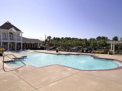 White Oak Luxury Apartments - Chester, Virginia 23836