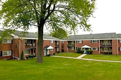 Sussex Square Apartments - Plymouth Meeting, Pennsylvania 19462