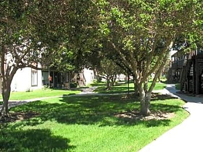 La Casa Balboa Apartments - San Diego, California 92117