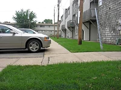 Wornall Place Apartments - Kansas City, Missouri 64114