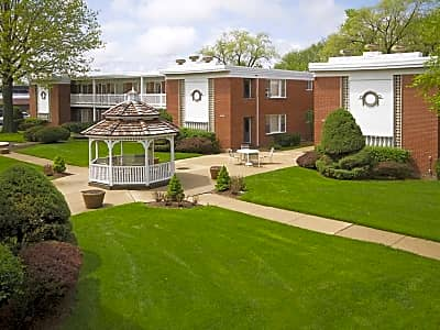 Brook Forest Apartments - Bensenville, Illinois 60106