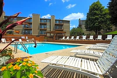 Cloverset Apartments - Kansas City, Missouri 64114